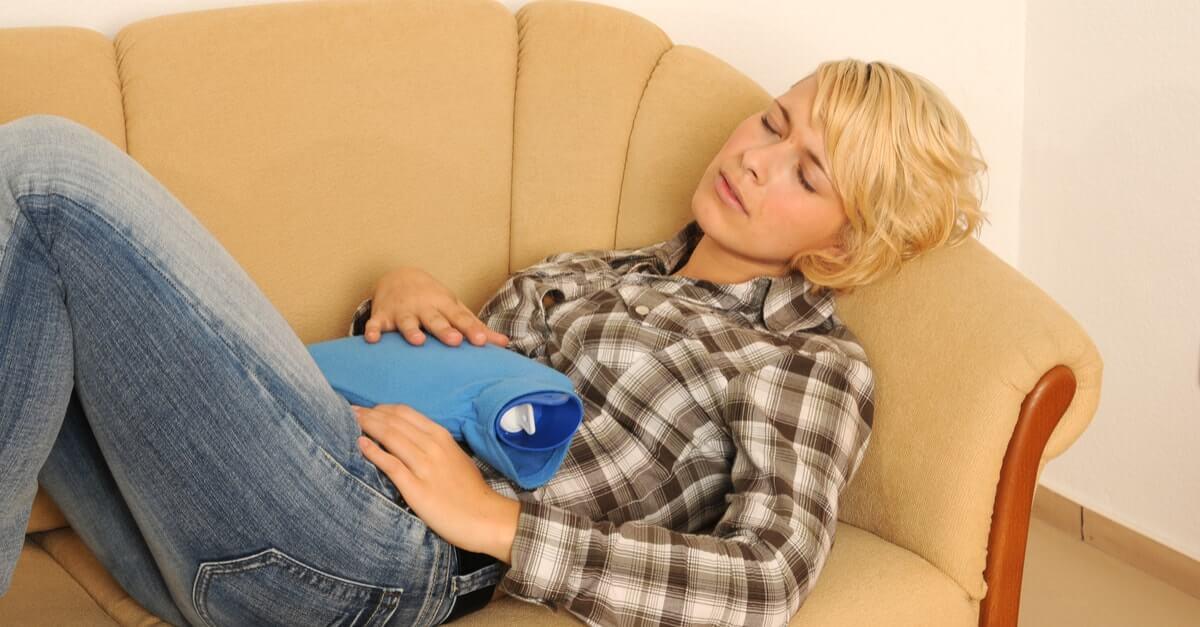 borsa dell'acqua calda come rimedio naturale per il mal di stomaco